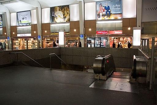 Metro L1 Grande-Arche IMG 5567