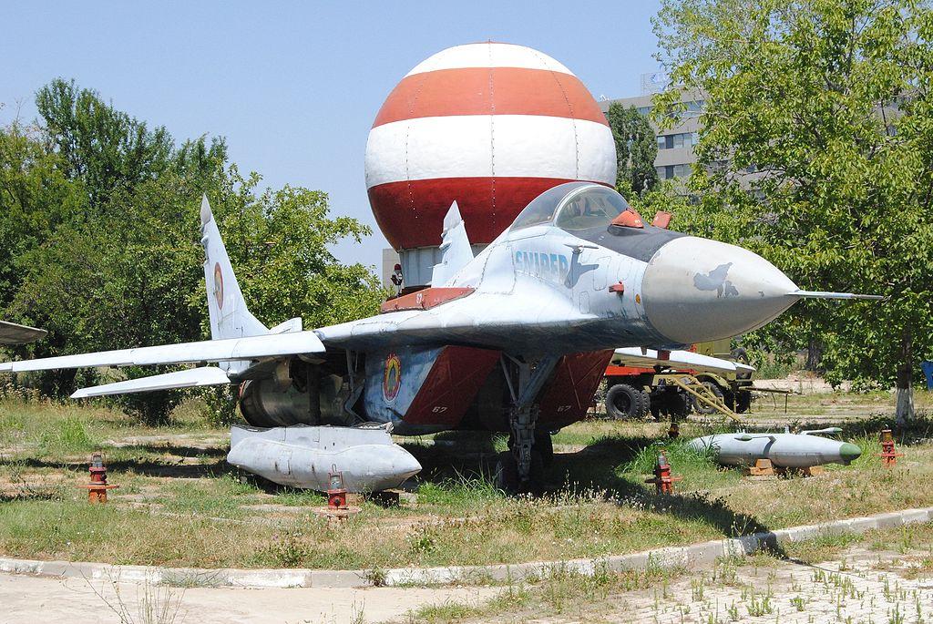 المقاتله العريقه Mig-29 Fulcrum  1024px-MiG-29_Sniper_in_Bucharest