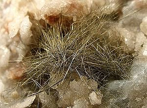 Acicular (crystal habit) - Needle-shaped acicular millerite crystals on white quartz