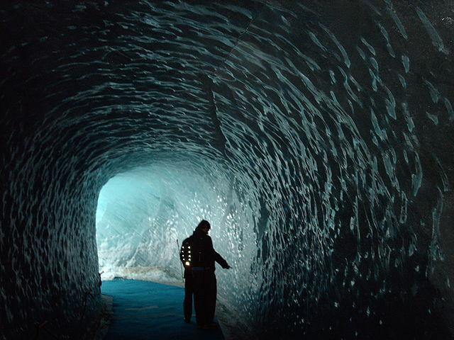 640px-Montenvers_Ice_Cave.JPG