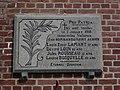 Mortagne-du-Nord (Nord, Fr) plaque commémorative 1918 sur façade église.JPG