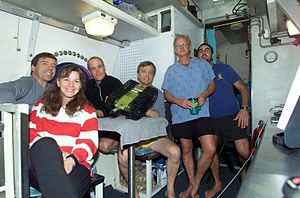 NEEMO 7 crew with hab techs.jpg