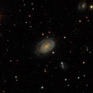 NGC 7568 with LEDA 214927 (ro) & LEDA 214926 (ru) [1] SDSS image
