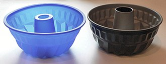 Mold (cooking implement) - Bundt-style pans in silicone and metal