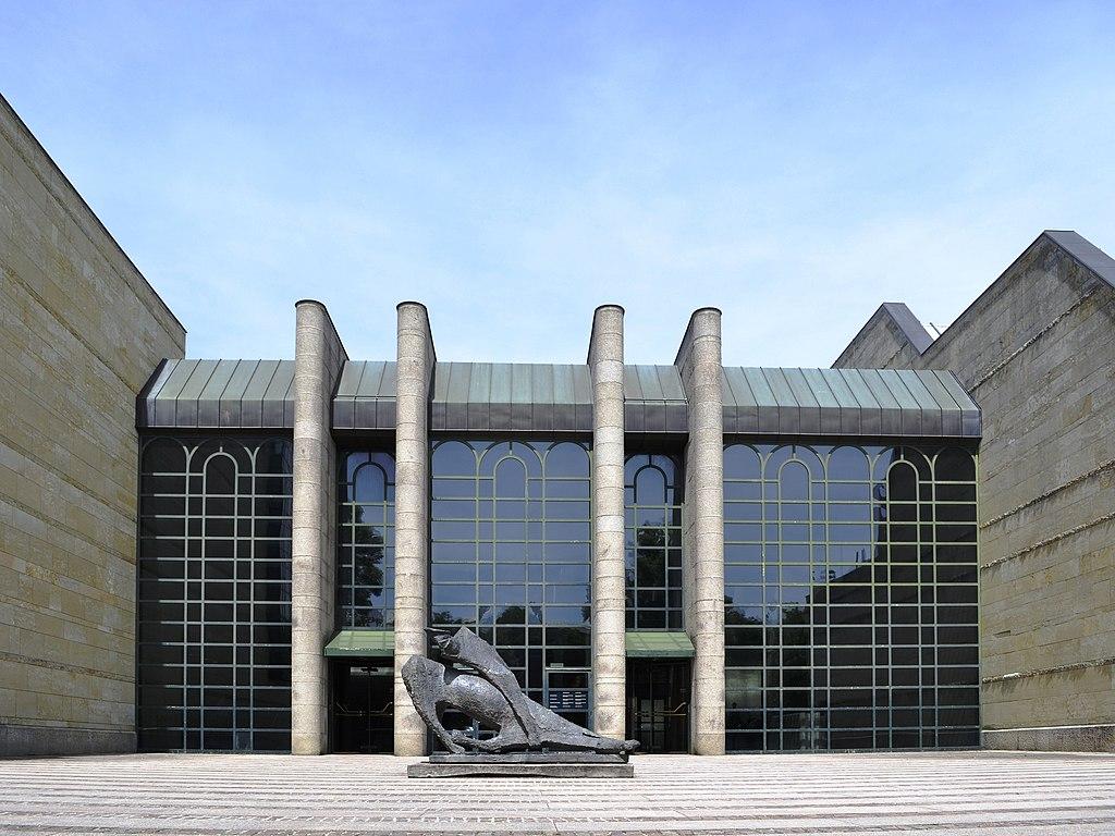Front nowego gmachu muzeum.