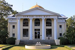 Newton Mississippi City Hall 2015.jpg