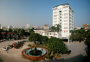 Education in Vietnam - Image: Nha dieu hanh 144 Xuan Thuy 26Jan 2005 01s