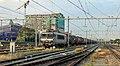 Nijmegen HSL 1832 met een keteltrein, klaar voor vertrek (14767497251).jpg