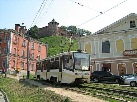 Трамвай на площади Народного