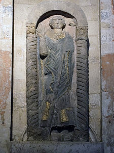 Norwich Cathedral statue of Saint Felix.jpg