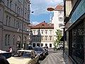 Nové Město, Na zbořenci, k ulici Odborů, visící sochy.jpg