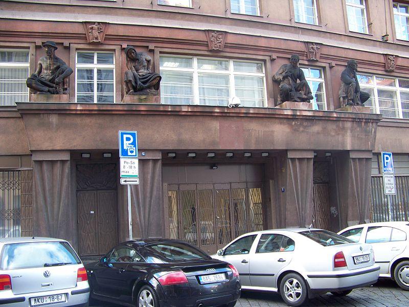 File:Odborový dům Na Perštýně, portál.jpg