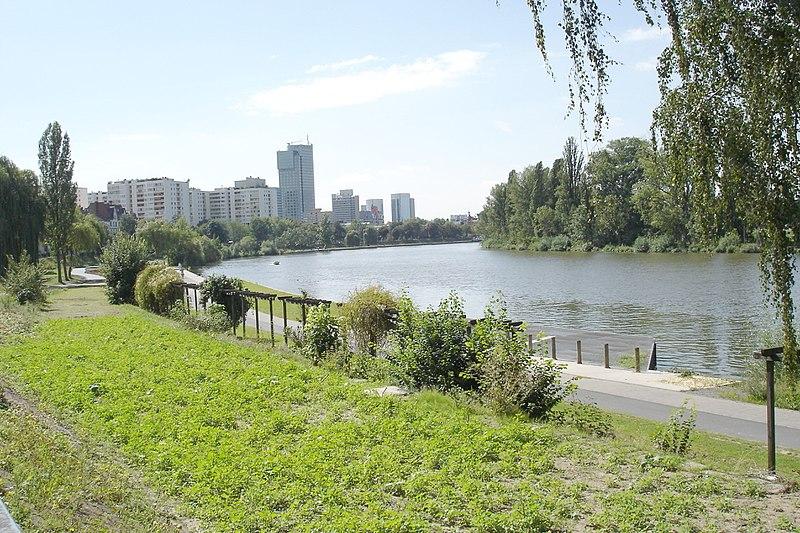 File:Offenbacher-mainbogen-flussabwärts001.jpg