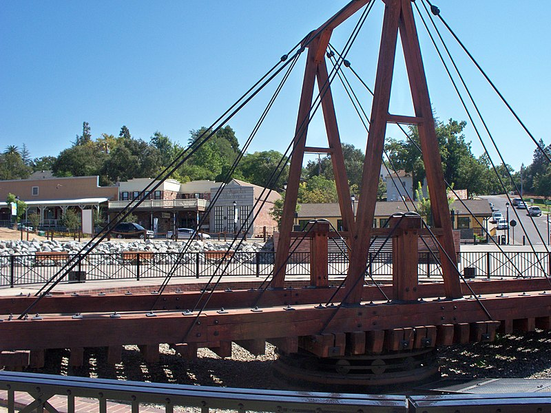 File:Old Turntable for Locomotives replica of the original, 1852 Folsom Depot, Calif. with Wells Fargo Assay office behind it, Western Terminus of the Pony Exp..jpg