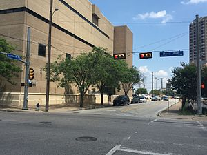 U.S. Route 75 in Texas - A 1960s-era sign for US 75 in downtown Dallas.  Taken at the corner of Ross Ave and Leonard St, facing southeast on Leonard St toward the now-decommissioned segment of US 75.