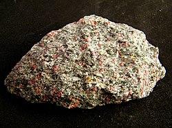 Omphacite, Almandine-283727.jpg