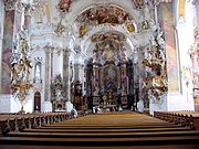 A ostentação formal nos espaços do barroco e do rococó.