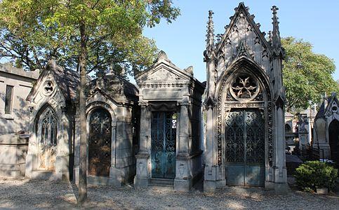 Père-Lachaise - quatre chapelles funéraires.jpg