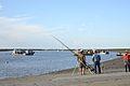 Pêcheurs à la ligne au Port du Pavé (2).JPG