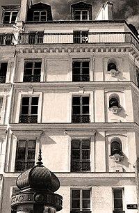 P1240967 Paris Ier rue des Halles n7 facade rwk.jpg