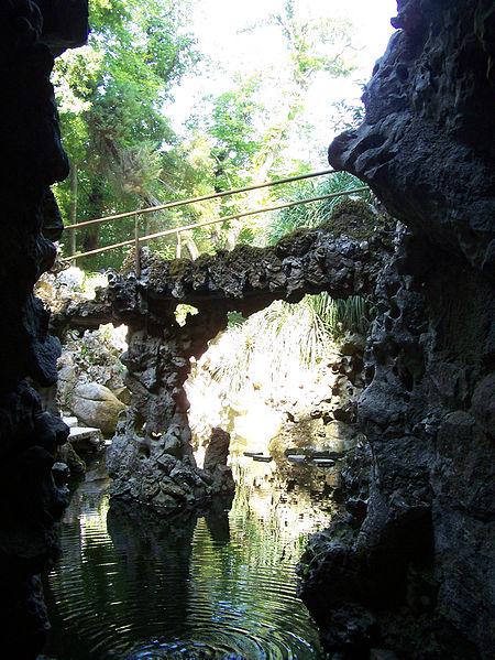 File:Palacio-da-Regaleira Lago-da-Cascata Sintra Set-07.jpg