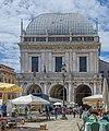 Palazzo della Loggia e mercato Brescia.jpg