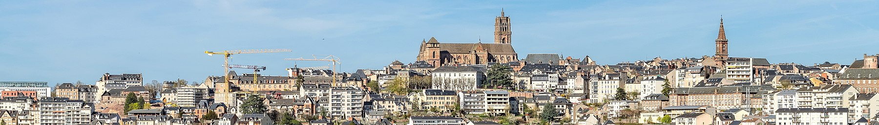 Panoramic view of Rodez 01 (cropped).jpg