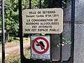 Parc François-Mitterrand de Seyssins - panneaux d'interdiction.jpg