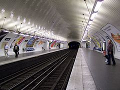 Paris station Avron 2009.jpg