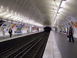 Avron (Paris Métro) - Image: Paris station Avron 2009