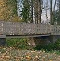 Park, gedeelte van houten brug met ijzeren zijkanten - Werkhoven - 20352027 - RCE.jpg