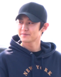 Park Chan-yeol at Incheon Airport on February 28, 2019.png