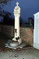 Parndorf Dreifaltigkeitssäule Friedhofseingang3.jpg