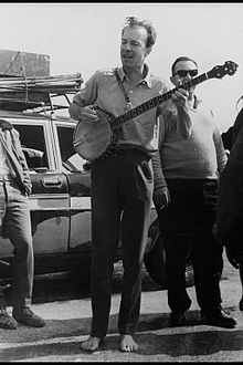 "AMERICAN SINGER PETE SEEGER, A MEMBER OF THE ""WEAVERS"", PERFORMING FOR IDF SOLDIERS."
