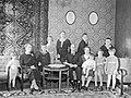 Philip Etter mit Familie Staatsarchiv Bern FN Jost N 1231.jpg