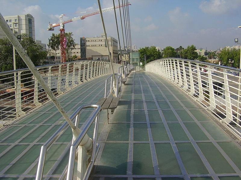 גשר המיתרים בפתח תקווה