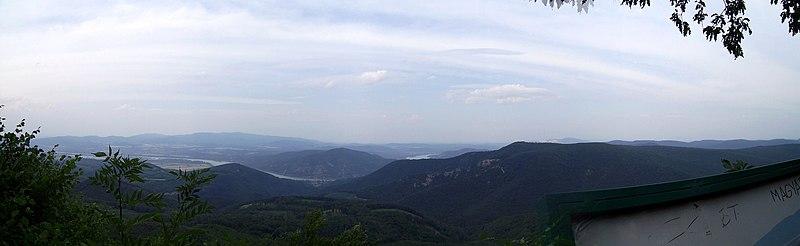 File:Pilis panoráma a Rezső kilátóból - panoramio.jpg