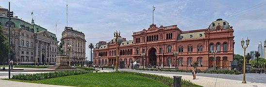 Plaza de Mayo panorama.jpg