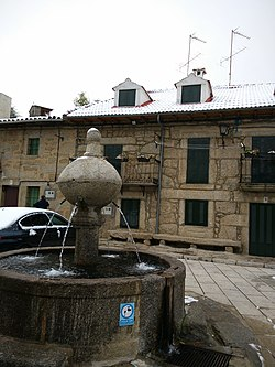 Plaza mayor de Navacepedilla del Corneja.jpg