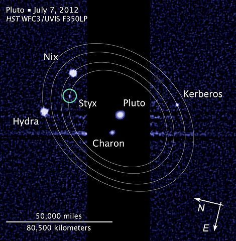 470px-Pluto_moon_P5_discovery_with_moons%27_orbits.jpg