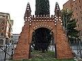 Porta de la Facultat de Farmàcia (Finca Güell) - 2.jpg