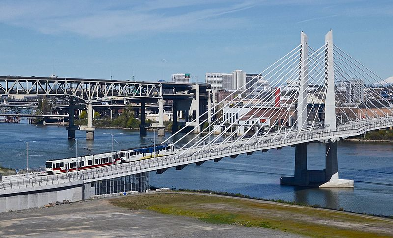 File:Portland Tilikum Crossing west half with MAX train (2016).jpg