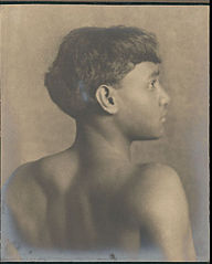 Portrait of Full Hawaiian boy 1909.jpg