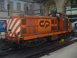 Portuguese Railways 1422 locomotive in Porto-Sao Bento Train Station.jpg