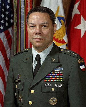 English: GEN Colin Powell, FORSCOM Commander