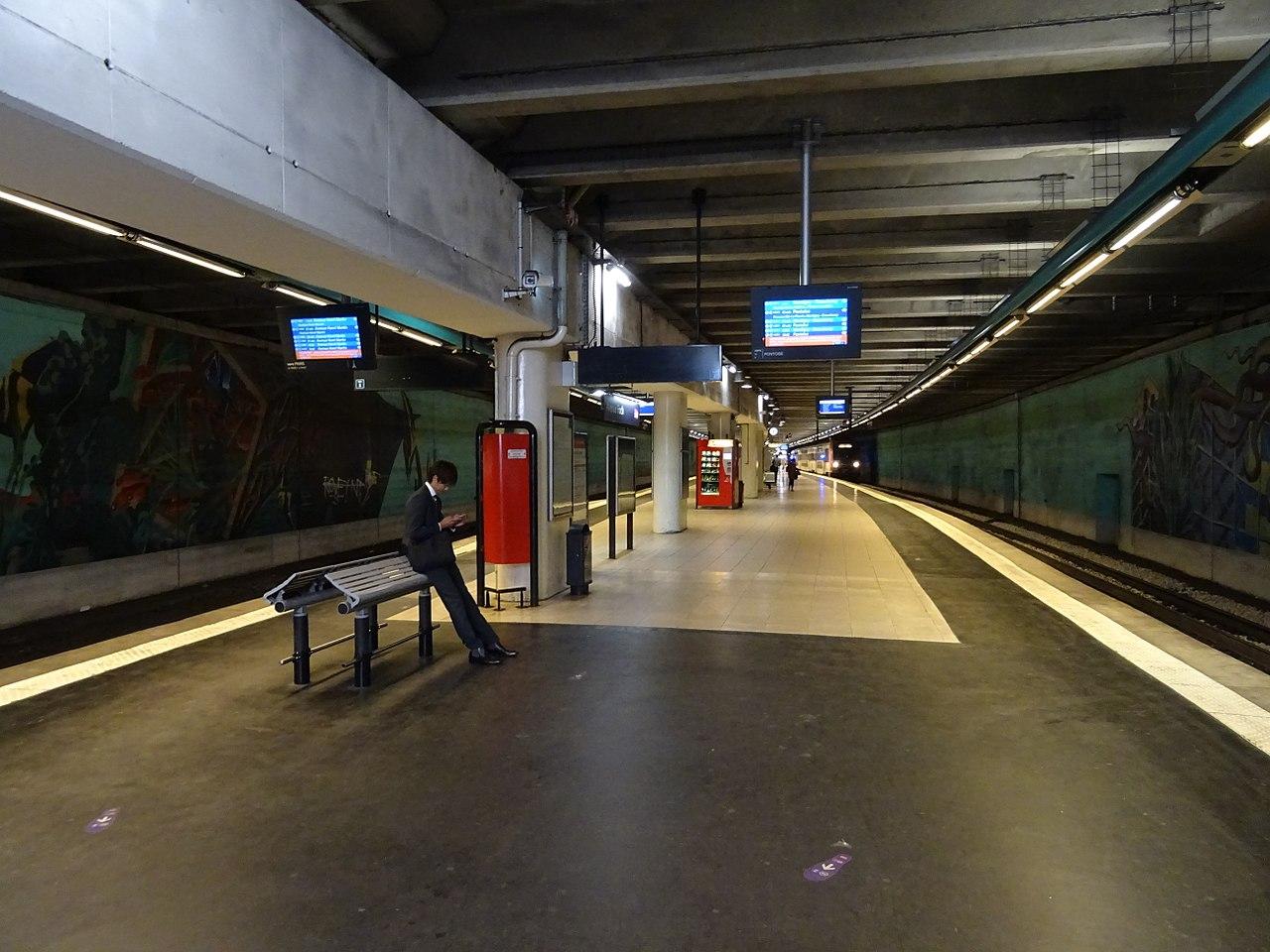 File:Quai gare de l\'avenue Foch.jpg - Wikimedia Commons