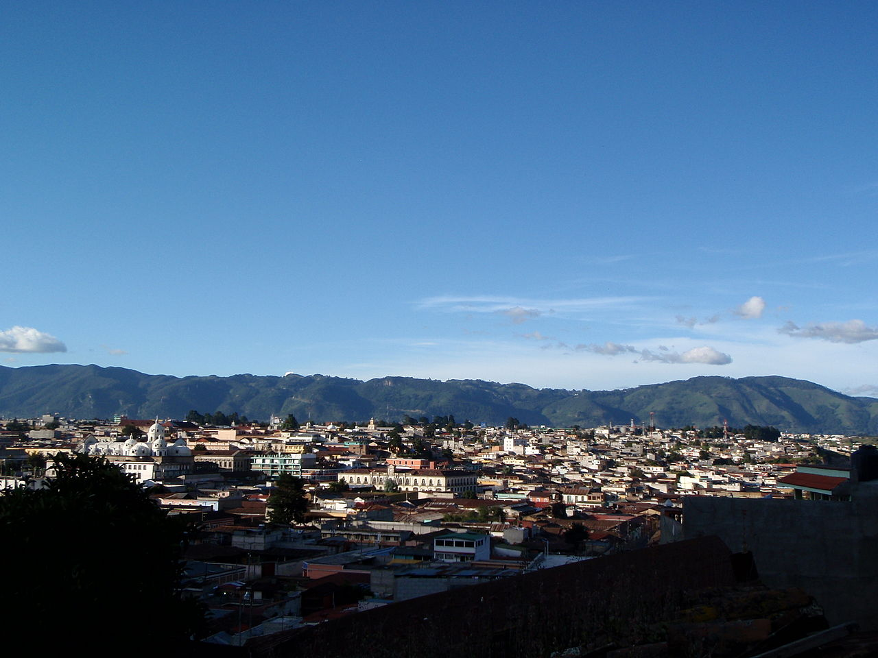 1280px-Quetzaltenango_skyline_2009.JPG