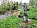 Radvanecká socha a mostek.JPG