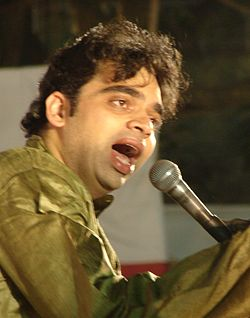 Rahul Deshpande - Singing in Pune in March 2011.jpg