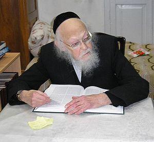 Yosef Shalom Eliashiv - Rabbi Elyashiv at home